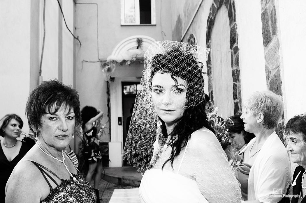 Сватба с много красиви шапки. София, България